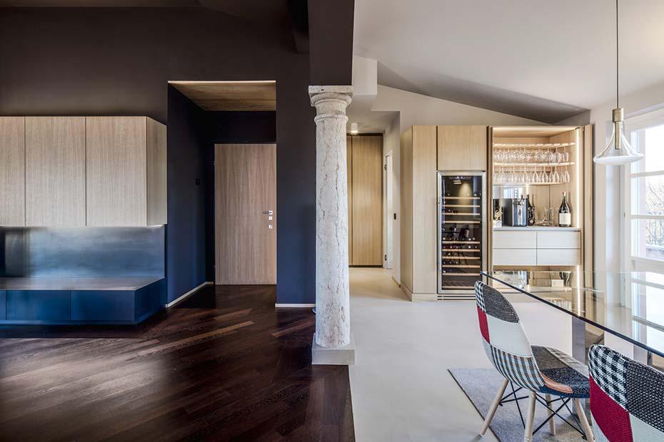 casa con pilastro in marmo