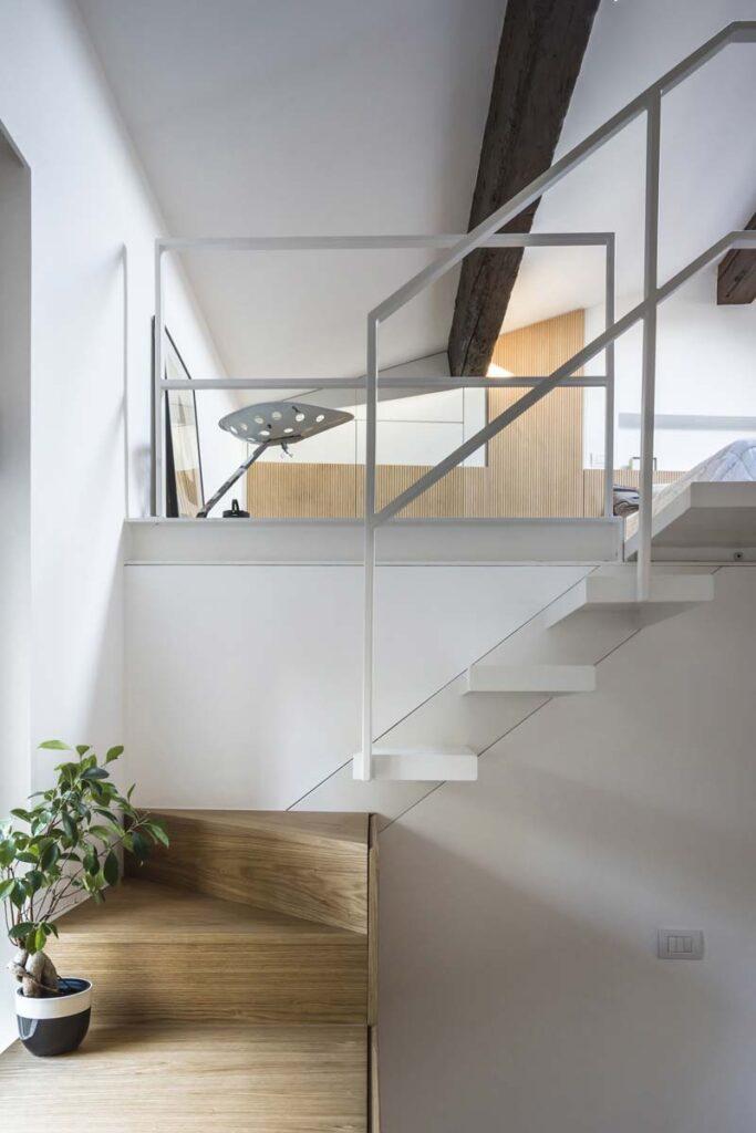 scala in legno e metallo