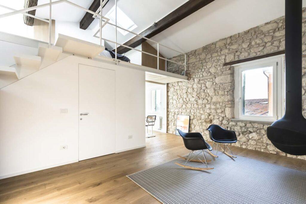 casa moderna con soppalco