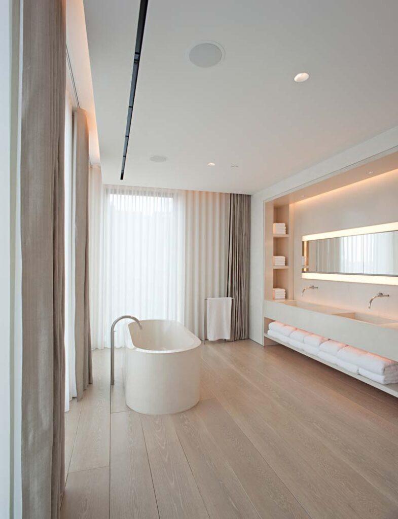 bagni moderni con la vasca