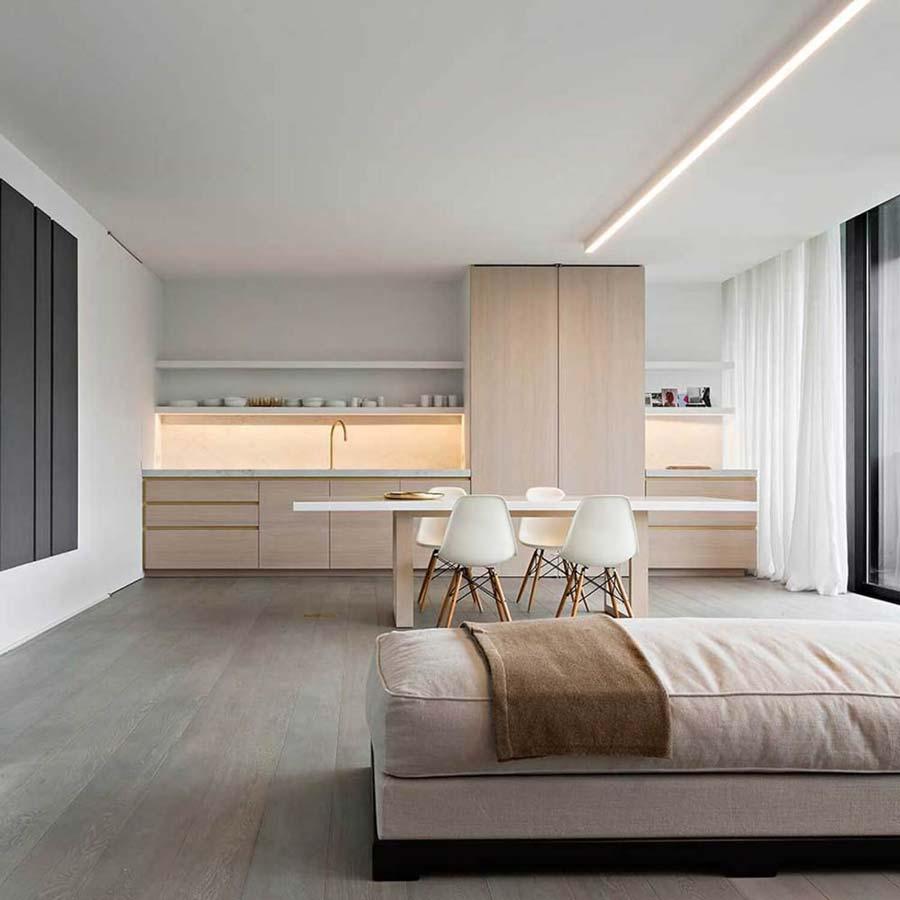 Cucina bianca in legno moderna