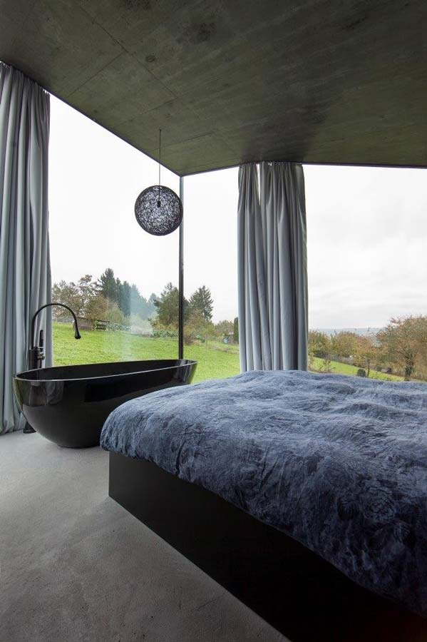 camera da letto con la vasca da bagno