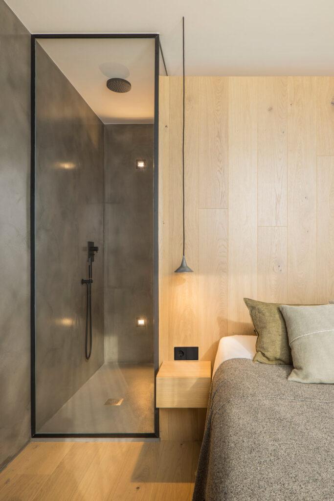 Bagno camera letto vetrata