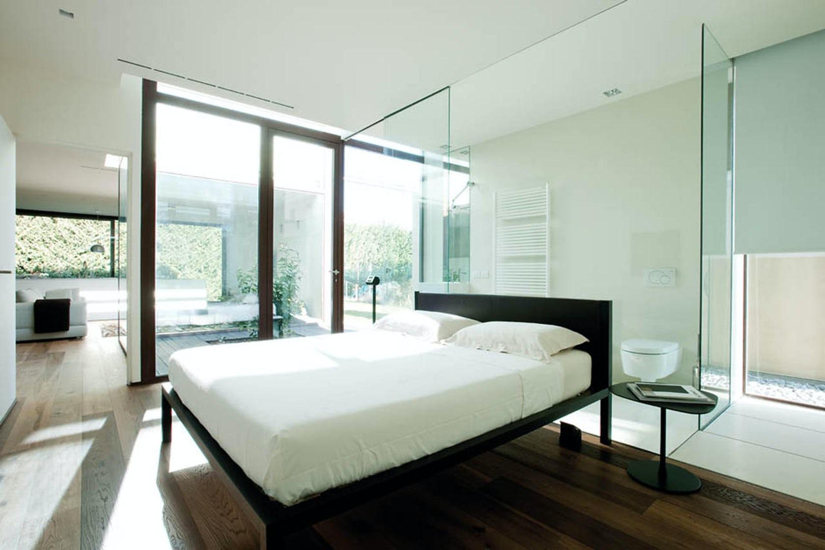 3 suggerimenti per un bagno con vetrata in camera