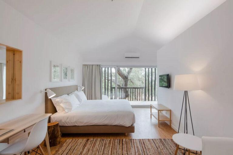 Come scegliere le tende per una camera da letto moderna