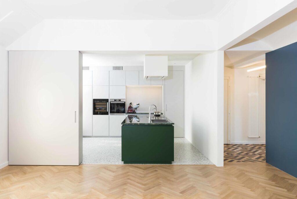 Soluzioni per dividere il soggiorno e la cucina